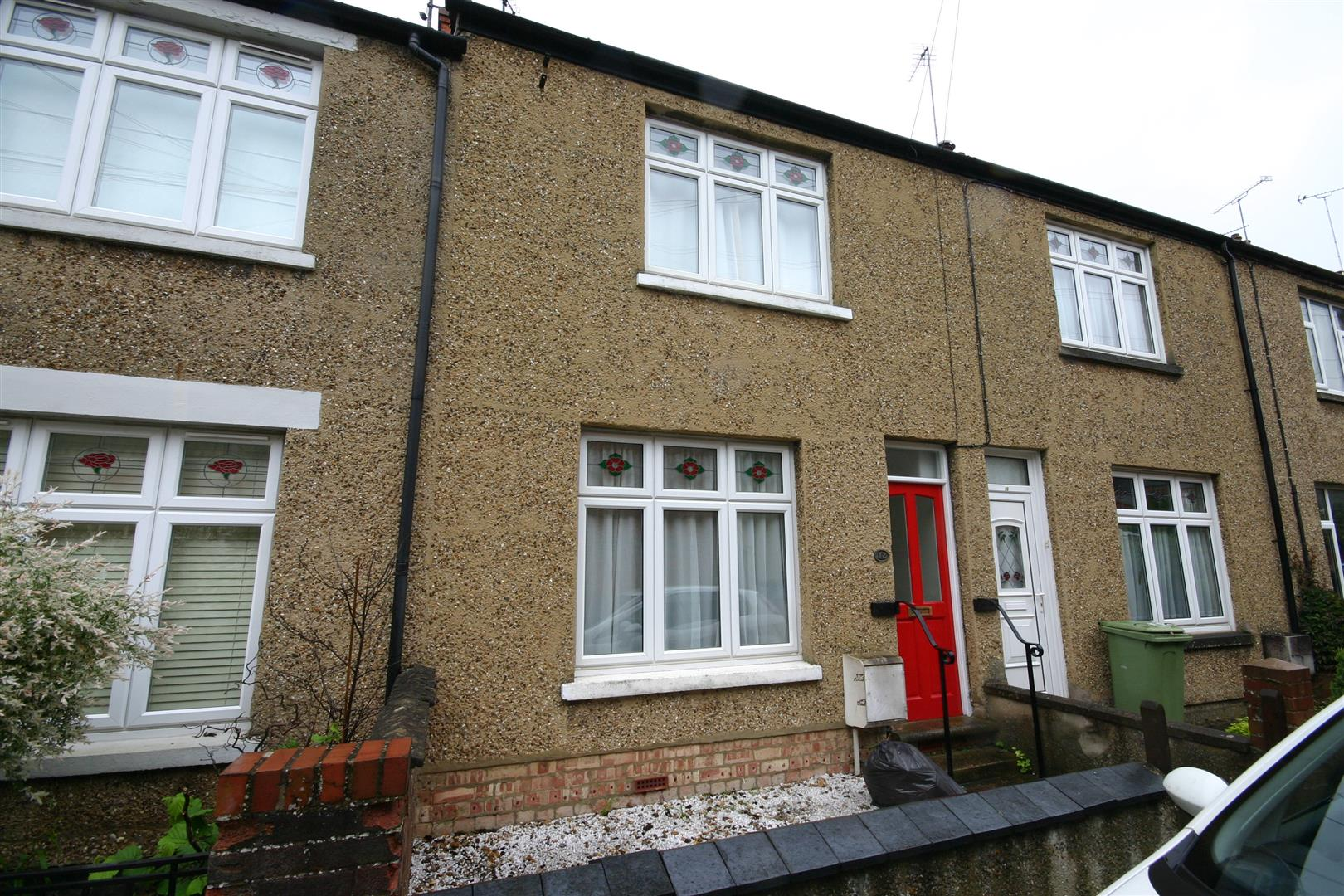 Excellent two bedroom terraced house close to the Stony Stratford Town Centre. The property is well cared for and comprises entrance hall, lounge, separate dining room, kitchen, cloakroom, bedroom 1 with a shower room, bedroom 2 and a bathroom. there is